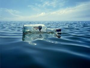 Lady.Message.Bottle.Ocean_