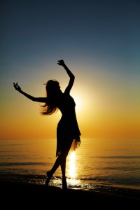 Silhouette-photography-dancing-woman-beach-sunset